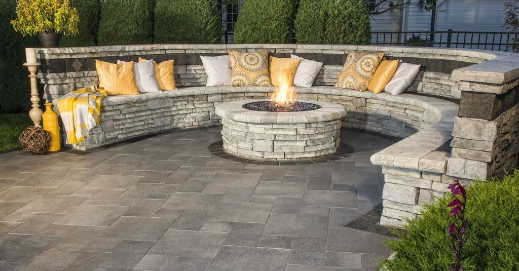 Unilock_Rivercrest-Fire-Pit-Seating-Wall.083c81c8b365320704c3474e314cf3d1